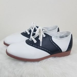 Kid's white and black saddle shoes